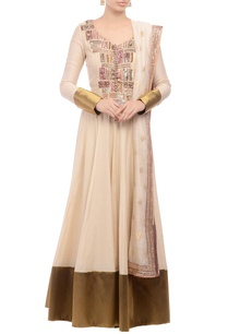 anarkali-set-with-gilded-accents