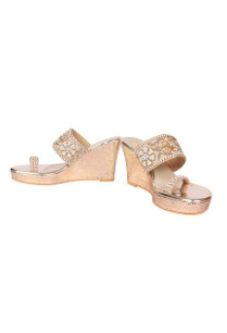 ivory-embroidered-kolhapuri-wedges