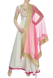 white-kurta-set-with-pink-dupatta