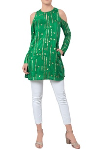 green-kurta-with-golden-embroidery-over-the-sleeves