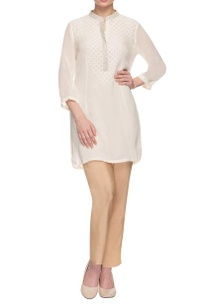 white-collared-kurta-with-embellished-yoke