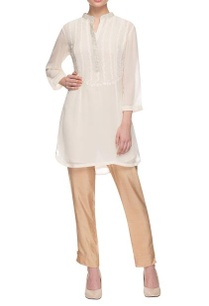 white-collared-kurta-with-floral-threadwork