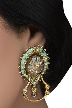 teardrop Baroque earrings