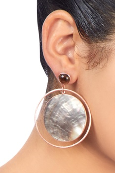 Rose gold earrings with shell motifs
