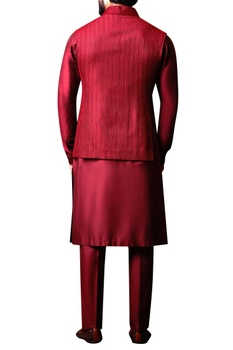 Maroon textured bandhi jacket set