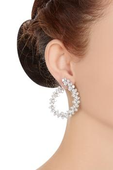 Ciruclar hoop-style earrings