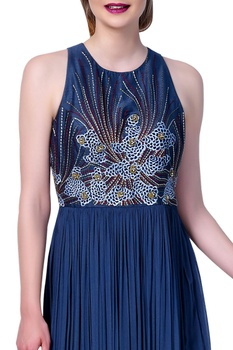 Embroidered long dress with flared pleated style