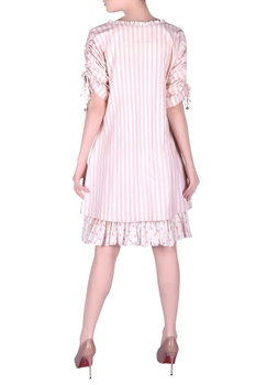 Stripe pattern dress with tie-up gathered sleeves