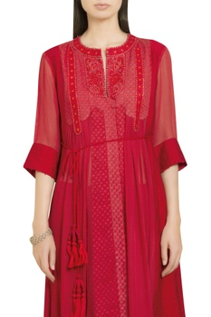 Thread embroidered long kurta with inner & pants