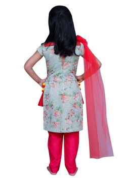 Printed kurta with flower attached dupatta and pants