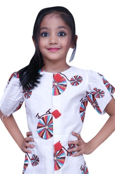 Printed dress with frill sleeves.
