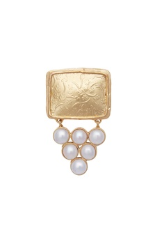 Statement earrings with pearls