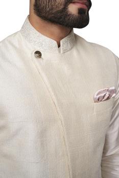 Embroidered mandarin collar bandi