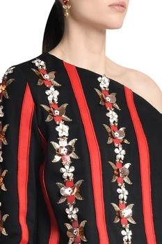 One shoulder skein work printed blouse