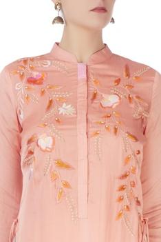 Peach kurta with applique embroidery
