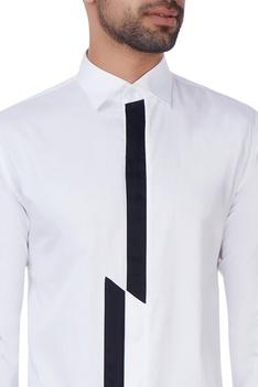 White wing tip collar shirt