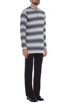 Grey & white cotton ikat patterned short kurta