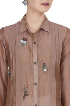Embroidered motif pleated style blouse