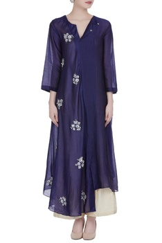 Asymmetric hem tunic with floral motifs embroidery