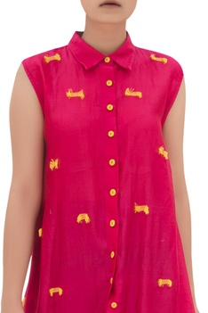 Asymmetric tunic with thread embroidery