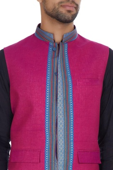 Zari border embroidered silk bandi.