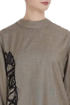 Boxy top with overlap back