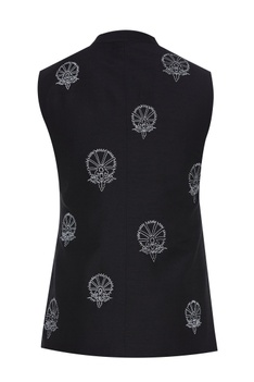 Waistcoat with contrast embroidery