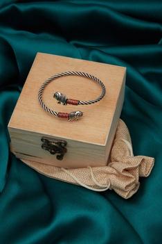 Cuff bangle crafted in meenakari work