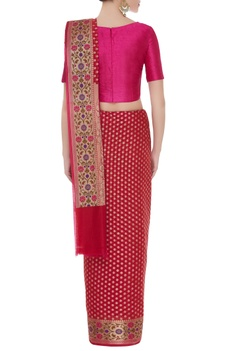 Classic sari with unstitched blouse