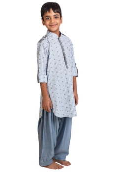 Flower embroidered kurta with patiala