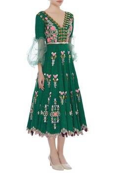Embroidered dress with puffed sleeves