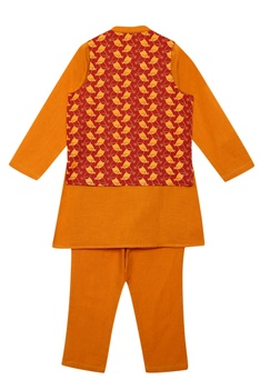 Buta Embroidered bundi & Kurta Set