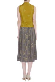 Gandberunda Embroidered Sleeveless Blouse