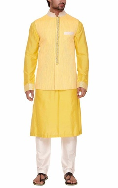 Yellow pleated bandi with kurta set