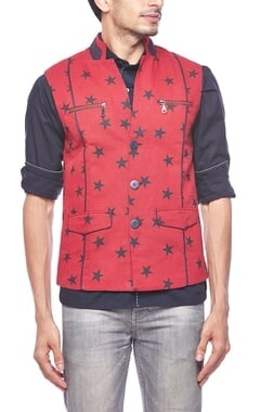 Red star printed zipper bandi