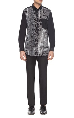 Anuj Bhutani - Men Black & white zigzag print shirt