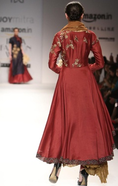 Maroon embroidered kurta with gold crinkled skirt