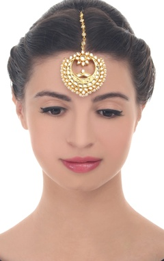 Gold polished kundan work maangtikka