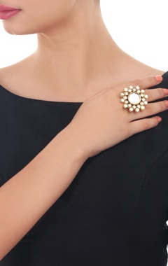 Gold plated round kundan ring