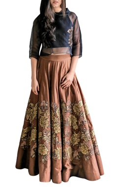 brown applique skirt with black crop top
