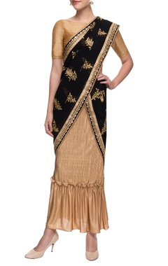 Gold crinkled skirt with black embroidered sari