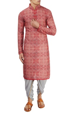 Coral red printed kurta by Pranay Baidya