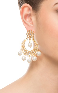 White & gold beaded earring