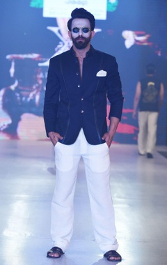 Arjun Khanna Off white trousers with straight fit