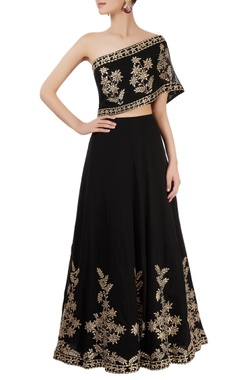 Black skirt set with embroidery