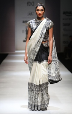 Black & white printed sari & blouse