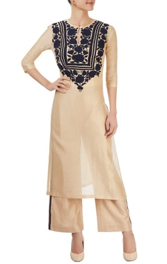 Beige kurta with appliques