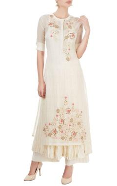White kurta set with thread embroidery