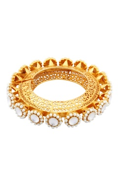 Gold bracelet with filigree work