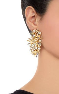 Gold earrings with kundan crystals